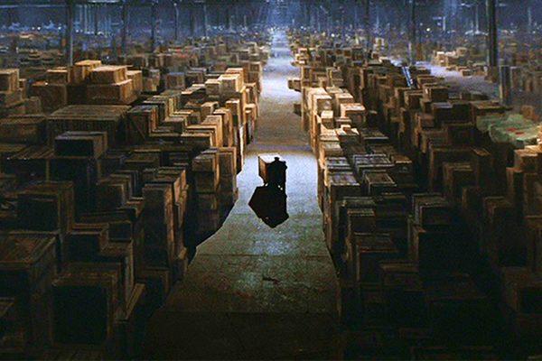 Skladište Amazona kao scena iz filma