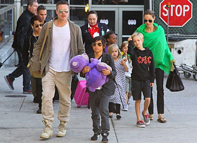 Angelina Jolie i Brad Pitt s obitelji